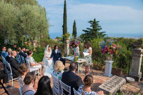 Trouwceremonie met adembenemend uitzicht op Sicilië
