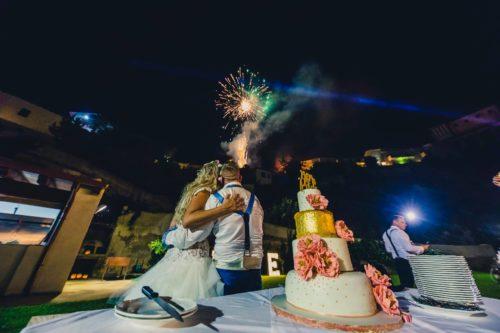 Bruidstaart en vuurwerk op Sicilië