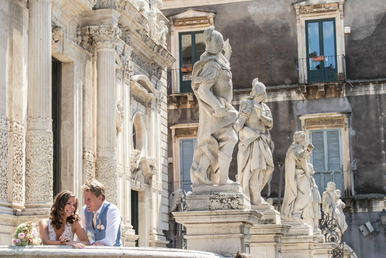 Bruidspaar in barok stad Acireale