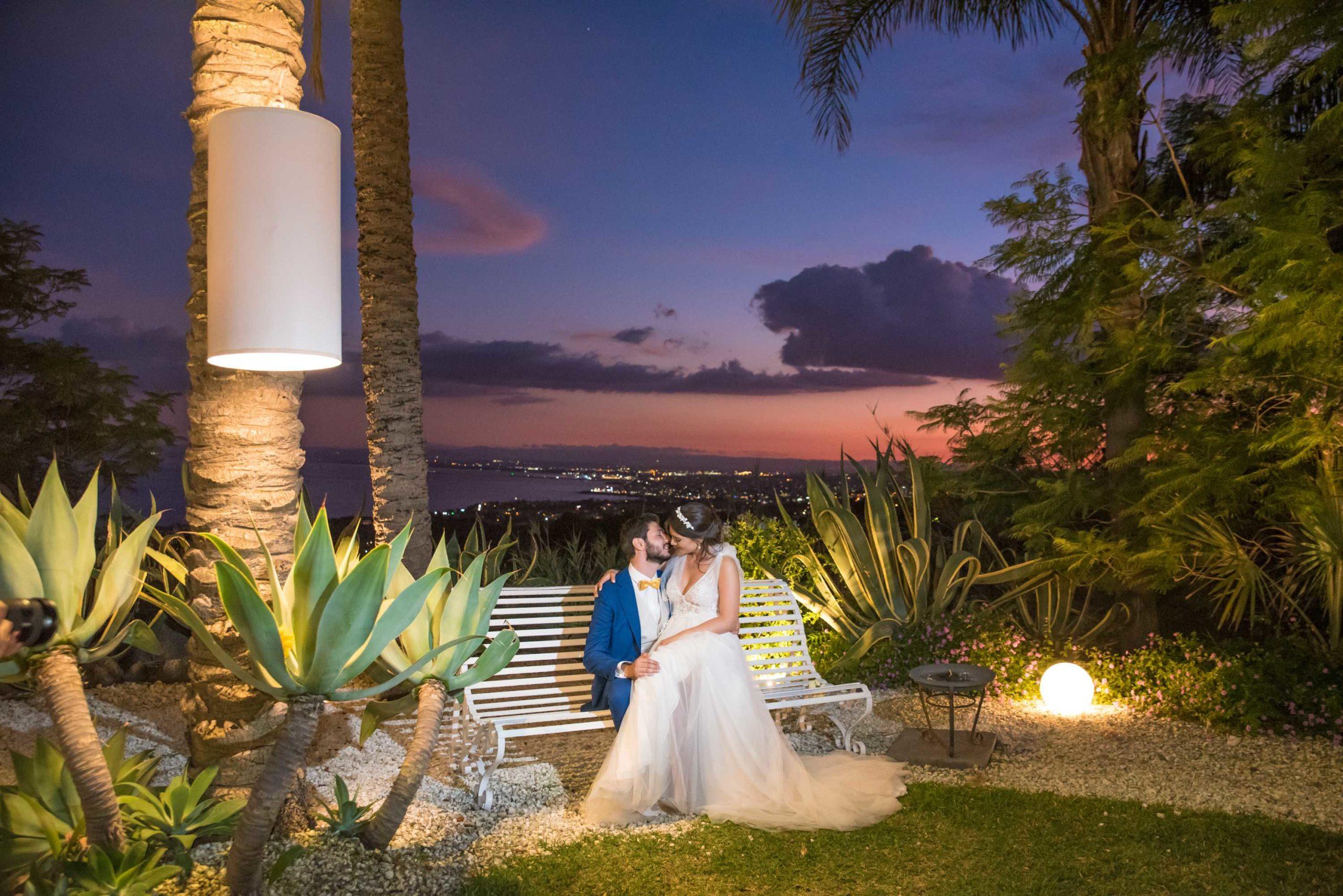 Bruidspaar bij Casa delle Terre Forti bij zonsondergang